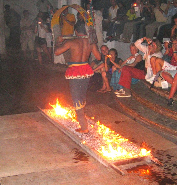Fire walking in Sri Lanka, 2006 - AIDAN JONES, WIKIMEDIA COMMONS