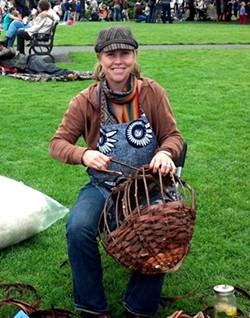 e77742ea_laura_making_a_basket.jpg
