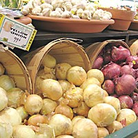 Grocers and lifestyles Organic onions and garlic at Wildberries Marketplace.