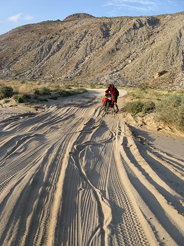 sand_pushing_.jpg
