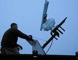 Peter Sanzenbacher hoists the radar. Photo by Heidi Walters.