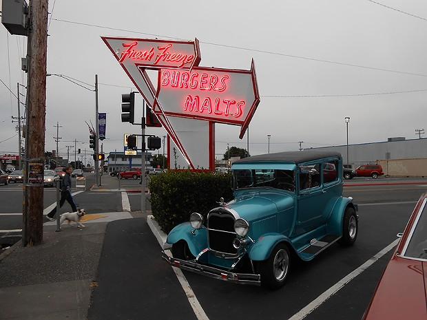 Poppin' hoods at Cruz'n Eureka.