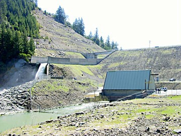 R.W. Matthews dam and spillway, Ruth Lake (Courtesy: Humboldt Bay Municipal Water District)
