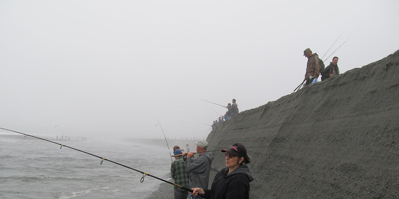 Combat Fishing on the Klamath2 Saturday, Labor Day weekend, insane people crowds. Alas, the bite was slow. Photo by Jerry England