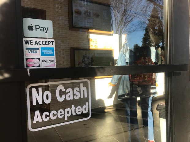 """A """"No Cash Accepted"""" sign at a restaurant. - JACKIE BOTTS/CALMATTERS"""