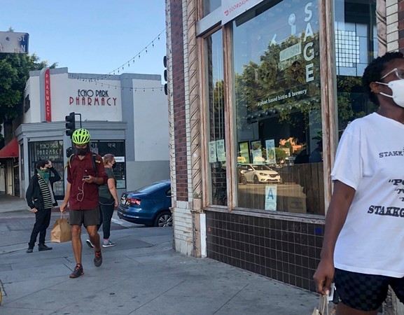 The dinner rush at Sage Bistro is a mix of delivery drivers and walk-in customers. - NIGEL DUARA FOR CALMATTERS