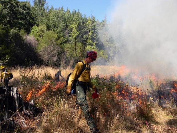 Prescribed burning at Mvs-yee-se'-ne on the Gasquet Ranger District. - U.S. FOREST SERVICE