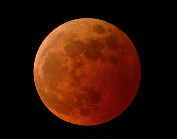 The red hue of the blood moon . - NASA