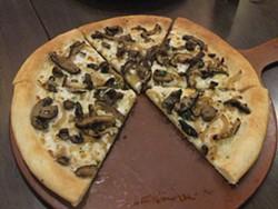 An ordinary mushroom pizza. - WIKIMEDIA
