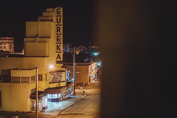 """""""Bye Eureka, and thank you,"""" 12:00 a.m. - LEÓN VILLAGÓMEZ"""