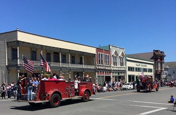 d43bc53d_fourth_of_july_fire_truck_rides_and_parade_in_historic_ferndale_ca.jpg