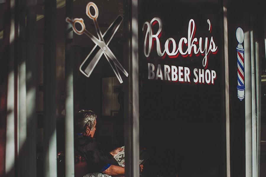 """Barber,"" 8:50 a.m. - LEÓN VILLAGÓMEZ"