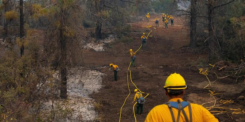 """""""Yesterday, Soldiers attached to the @RuggedSix, carry hoses & equipment to create a grid line to search for hotspots working to ensure a wildfire does not reignite at the #AugustComplex fire in @MendocinoNF."""""""