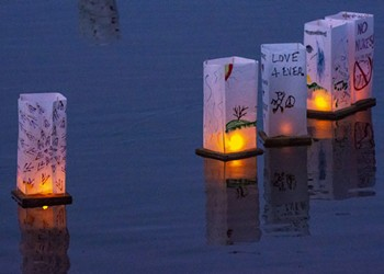 Photos from the Lantern Floating Ceremony