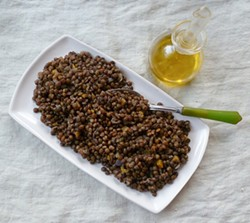 PHOTO BY SIMONA CARINI - Basic in the best way: lentils with olive oil.