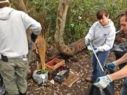 jolly-giant-creek-volunteers.jpg