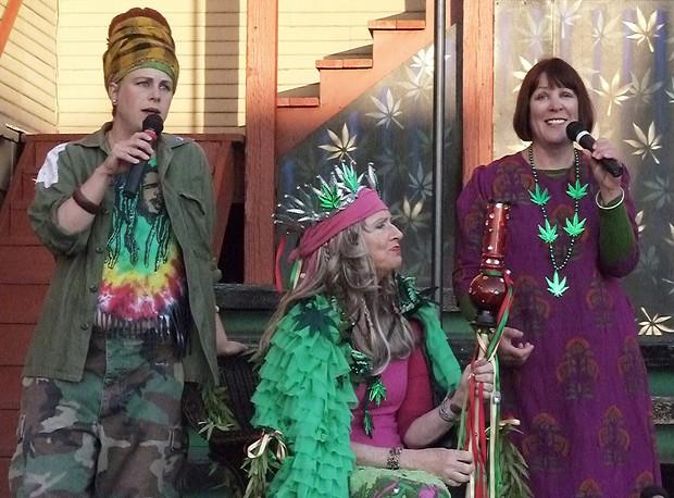 Zuzka Sabata, Joan Schirle and Joyce Hough in Dell'Arte's Mary Jane - PHOTO BY BOB DORAN