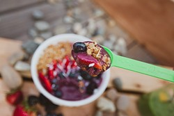 DEEP PURPLE:  Spoon-n-Bowls food truck is serving up healthy, vibrant açaí bowls topped with fresh, locally sourced toppings. - PHOTO BY KAORI FUNAHASHI