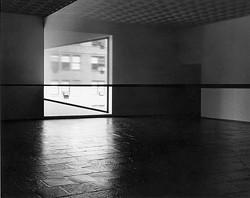 Robert Irwin (b. 1928). Detail. Scrim veil-Black rectangle-Natural light, Whitney Museum of American Art, New York, 1977. Cloth, metal, and wood, Overall: 144 x 1368 x 49in. (365.8 x 3474.7 x 124.5cm). Whitney Museum of American Art, New York; gift of the artist; 77.45. © Robert Irwin - PHOTOGRAPH © WARREN SILVERMAN, 1977