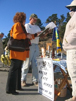 JUST SAY NO :  Cambria volunteers Tess Wright (left) and Hilah Danell (right) are making it easier for residents such as Steve Brant (center) to navigate a confusing protest process for new water and sewer rates under Proposition 218. - PHOTO BY KATHY JOHNSTON