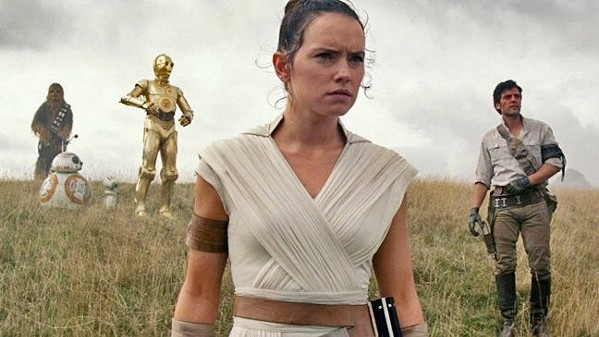 GROUP DYNAMIC Rey (Daisy Ridley) leads the Resistance into its final battle with the First Order, in director J.J. Abrams' Star Wars: The Rise of Skywalker. - BATTLING THE DARK SIDE AS THE RESISTANCE WEAKENS, REY (DAISY RIDLEY) BATTLES THE FORCES BEHIND THE SITH, INCLUDING THE TROUBLED KYLO REN (ADAM DRIVER).PHOTOS COURTESY OF LUCASFILM
