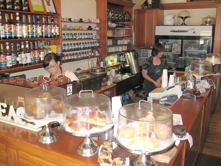Art-linneas-thecafe.jpg