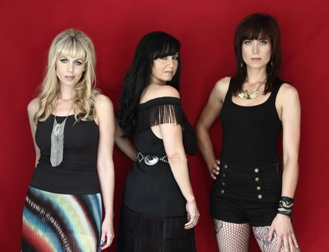 THREE ON THE TOWN:  Amazing American trio Calico plays Frog and Peach on April 29. Think The Dixie Chicks without the controversy! - PHOTO COURTESY OF CALICO