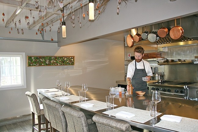 Test Kitchen Chef six plates, infinite possibilities: six test kitchen is the