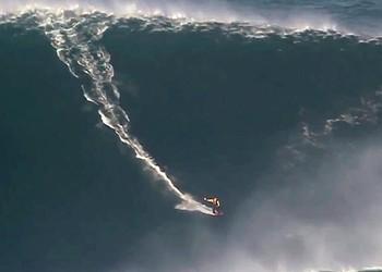 <b><i>100 Foot Wave</i></b>