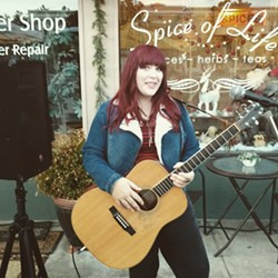 Local  artist Katie Chappell live at Sculpterra on September 22 - Uploaded by Kathryn Raine