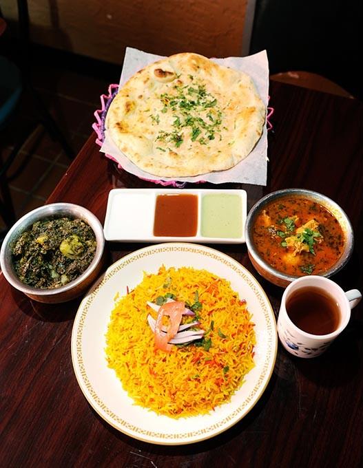 Chicken curry, Aloo Palak, garlic naan, at Sheesh Mahal in Oklahoma City, Thursday, Dec. 10, 2015. - GARETT FISBECK