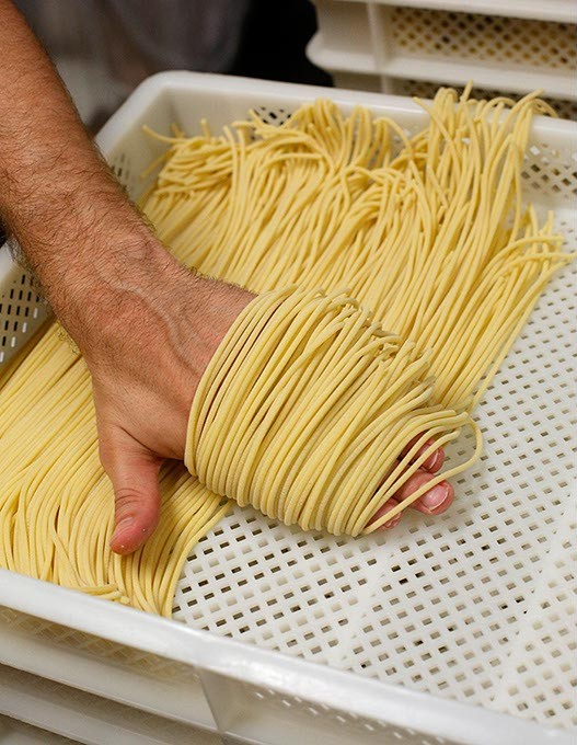 Chris Becker makes spaghetti for Della Terra Pasta at Urban Agrarian in Oklahoma City, Satuday, Aug 1, 2015. - GARETT FISBECK