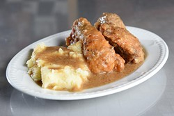 Smothered chicken and mashed potatoes (Garett Fisbeck)