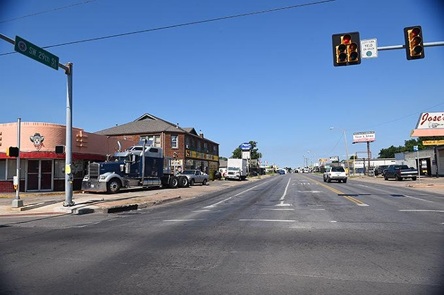 A sample of what SW and SE 29th Steet looks like, shot while passing through the intersection on S. Western Avenue.  mh