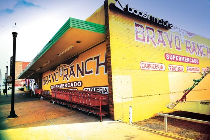 Hispanic-Distric-Mercado_0429mhweb.jpg