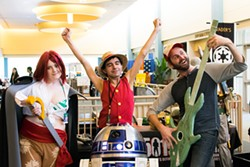 from left Gena Ford, Julian Ventus, R2-D2 and Ian Sinclair strike a pose at SoonerCon 24 in 2015. | Photo SoonerCon / provided