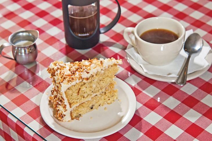 gaberinos_italian_cream_cake_206mh_1_.jpg