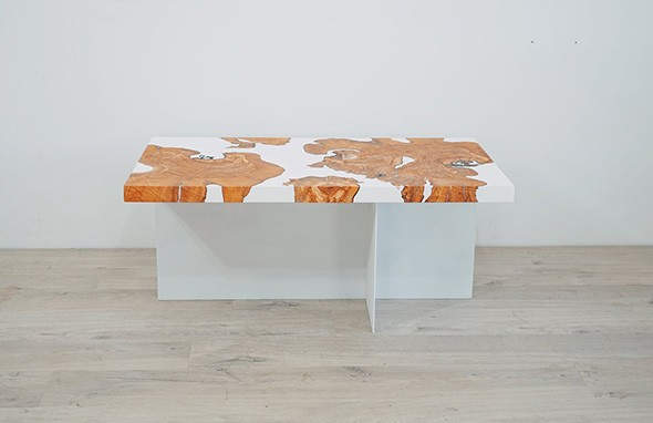 Epoxy and wood coffee table - MODERN BUILDS / PROVIDED