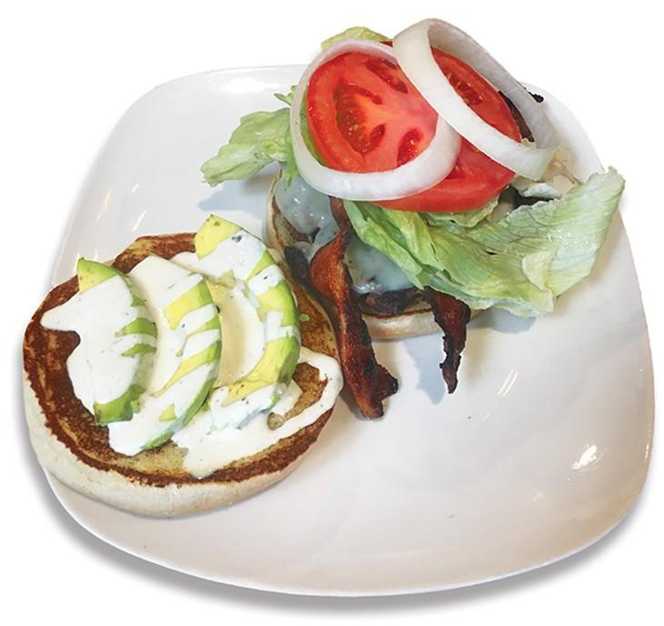 Heifers' avocado ranch burger with bacon - JACOB THREADGILL