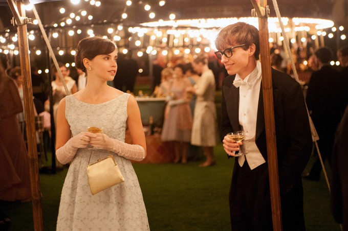 TTOE_D04_01565_R_CROP  (L to R) Felicity Jones stars as Jane Wilde and Eddie Redmayne stars as Stephen Hawking in Academy Award winner James Marsh's THE THEORY OF EVERYTHING, a Focus Features release. - Photo Credit:  Liam Daniel / Focus Features - LIAM DANIEL