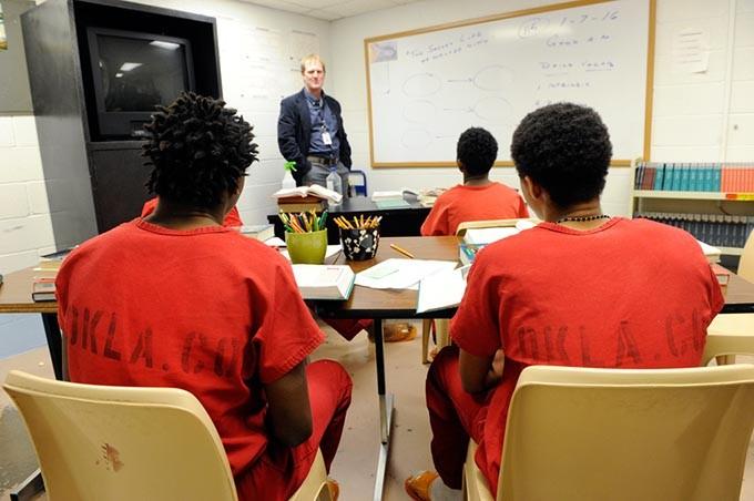 Todd Mihalcik teaches student inmates at the Oklahoma County Jail in Oklahoma City. (Garett Fisbeck)