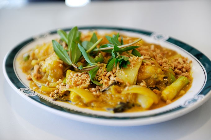 Frog leg curry at Lido Asian Cuisine. (Garett Fisbeck)