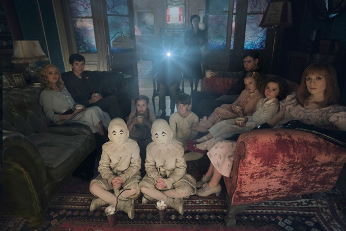 DF-02825modified - Seated on the floor: the twins (Thomas and Joseph Odwell), Fiona (Georgia Pemberton) and Hugh (Milo Parker), Left to right: Emma (Ella Purnell), Jake (Asa Butterfield), Horace (Hayden Keeler-Stone), Miss Peregrine (Eva Green), Enoch (Finlay Macmillan), Claire (Raffiella Chapman), Bronwyn (Pixie Davies) and Olive (Lauren McCrostie) - are the very special residents of MISS PEREGRINE'S HOME FOR PECULIAR CHILDREN. Photo Credit: Leah Gallo / Twentieth Century Fox - PHOTO CREDIT: LEAH GALLO