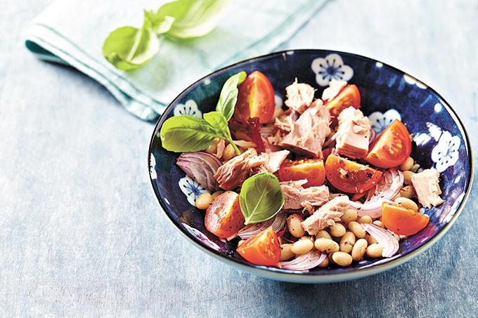 Tuna salad with white beans - BIGSTOCK