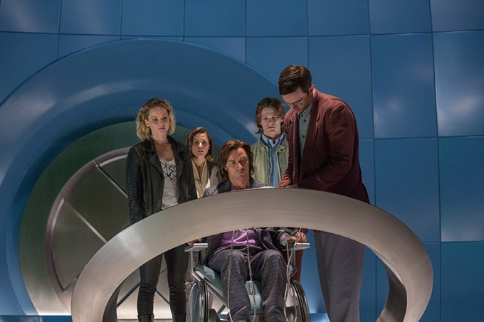 DF-05105 – (from left) Jennifer Lawrence as Raven / Mystique, Rose Byrne as Moira MacTaggert, James McAvoy as Charles / Professor X, Lucas Till as Alex Summers / Havok and Nicholas Hoult as Hank McCoy / Beast, in X-MEN: APOCALYPSE. Photo Credit: Alan Markfield / Alan Markfield / Marvel / Twentieth Century Fox - PHOTO CREDIT: ALAN MARKFIELD