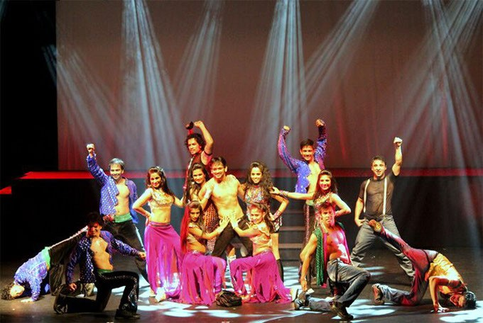 Bollywood-Musical-Revue.jpg