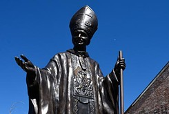 Norman foundry builds pope statue