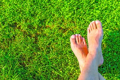 Experts recommend grooming before men put on sandals this summer