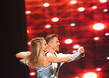 """Siblings Julianne and Derek Hough bring their """"rock concert for dance"""" to Civic Center Music Hall"""