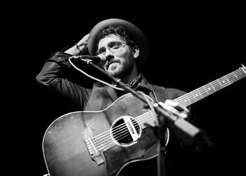 OKC singer-songwriter Jason Scott debuts the vinyl edition of his debut EP <em>Living Rooms</em>